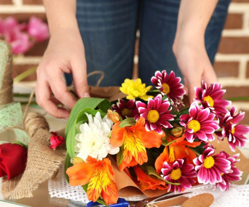 Fiorai e creazioni floreali: come la pandemia ha rivoluzionato il settore delle fiorerie